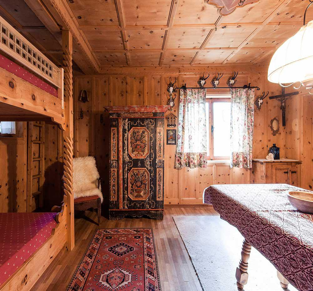 Traditional Tyrolean sitting room with bunk bed